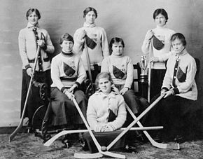 Queen's University women's ice hockey team in 1917