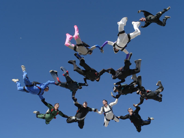 Skydiving 12 way