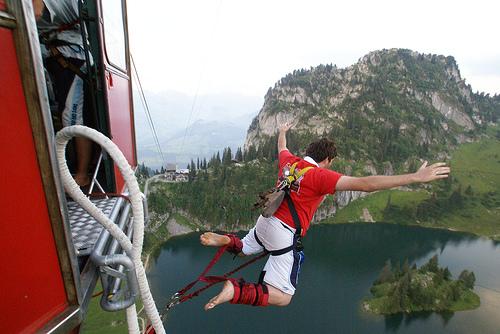 The Sports Archives Blog - The Sports Archives - Bungee Jumping Basics