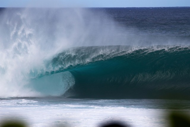 Empty wave at Banzai Pipeline