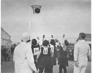 1280px-Netball_NZ_1920s